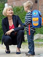 Andrea Schröder-Ehlers mit Schulkind – Foto: Hans-Jürgen Wege